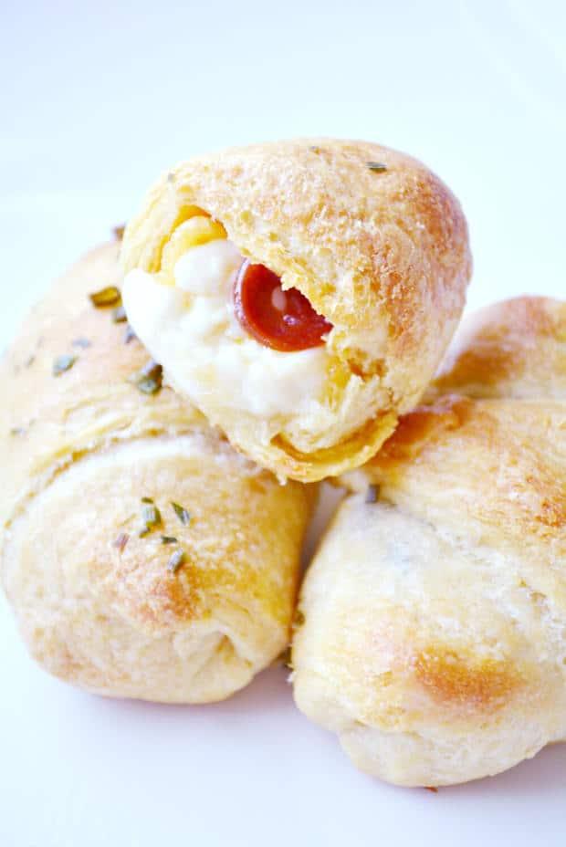 Mini Stuffed Pepperoni Pizza Crescent Rolls | thebestblogrecipes.com
