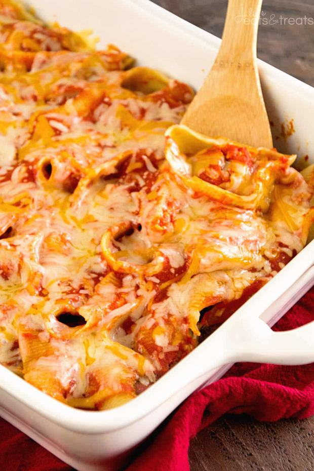 Easy Meatball Stuffed Shells Recipe ~ Quick, Easy Delicious Dinner! Shells Stuffed with Meatballs then Smothered in Spaghetti Sauce and Cheese!