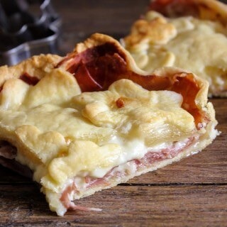 This Italian Savory Rustic Pie is a delicious and easy meal to make for your family that they will love! | Featured on The Best Blog Recipes