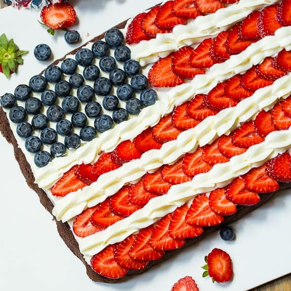 Tomorrow is National Flag Day so I thought I would share this adorable Flag Brownie which not only is a great way to celebrate Flag Day but makes a fun 4th of July dessert.