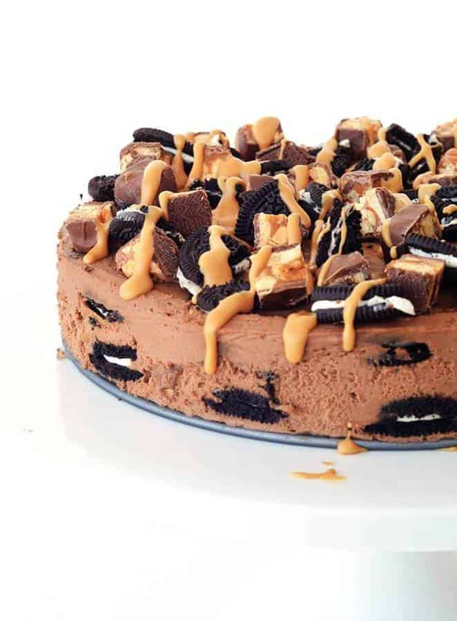 Seriously what's not to love? There's Oreos, there's Snickers, there's chocolate and peanut butter. All the good things in life combine to create one epic no bake treat.