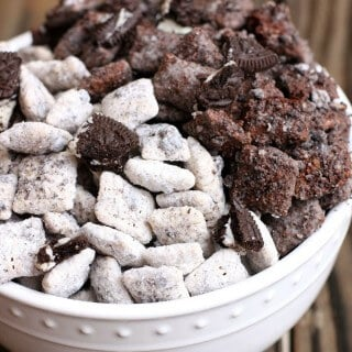 Need treats that don't require the oven this summer? Check out these Cookies and Cream Muddy Buddies. Oreos make the original absolute perfection! | Featured on The Best Blog Recipes
