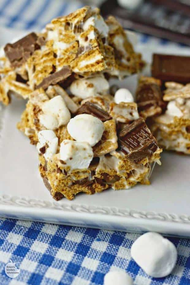 These S'mores Krispie Treats will be a huge hit! Crispy graham cereal, soft marshmallows and chocolate all coated in gooey marshmallow. Who could say no? | Featured on The Best Blog Recipes