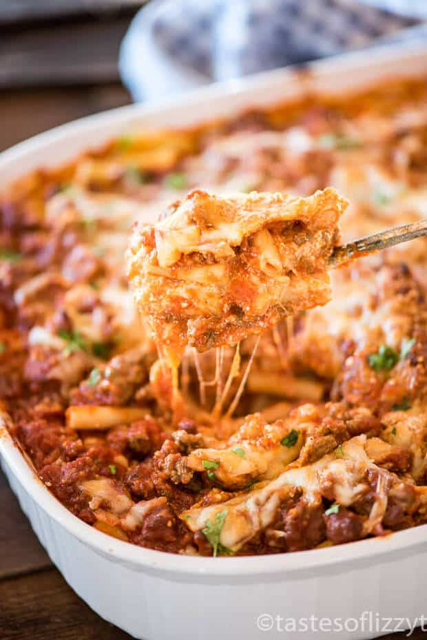 EASY BAKED ZITI CASSEROLE -- is a delicious layered Italian casserole full of noodles, ground beef and creamy cheese. | Featured on www.thebestblogrecipes.com