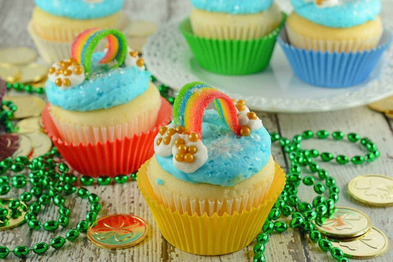 RaRainbow Cupcakes are super easy and cute. The perfect cupcake for St. Patrick's Day, Children's Birthday Parties or any random day of the week!