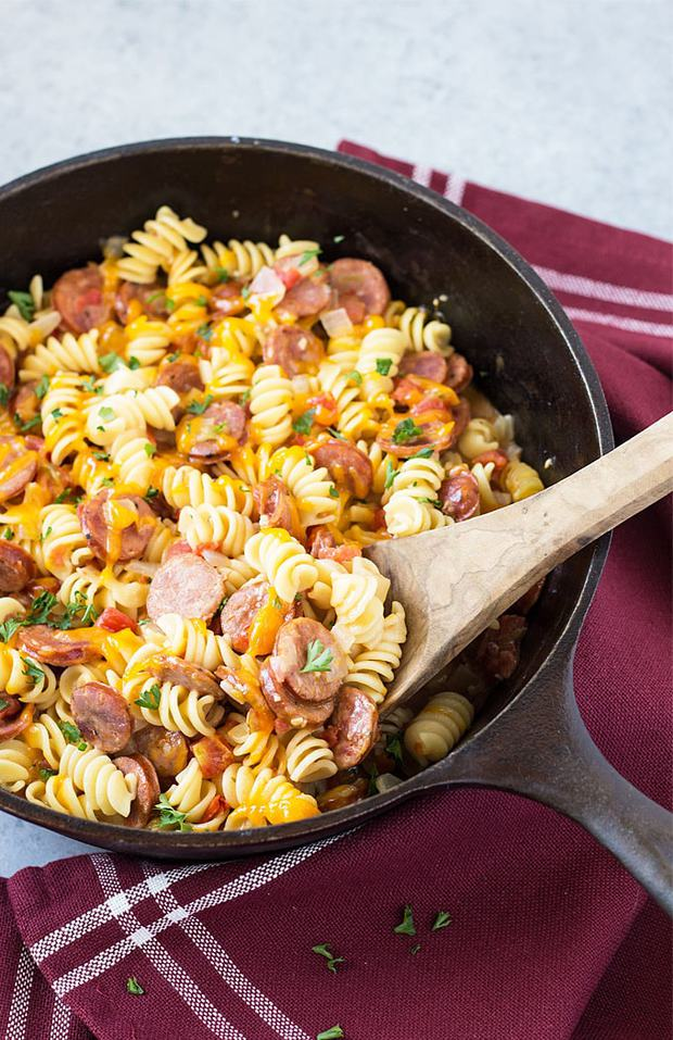 I absolutely LOVE one pot wonders that come together with minimal effort AND minimal cleanup!  This One Pan Cajun Andouille Sausage and Pasta will be your new go-to dinner in a hurry, and yes… it's all prepared in ONE PAN.