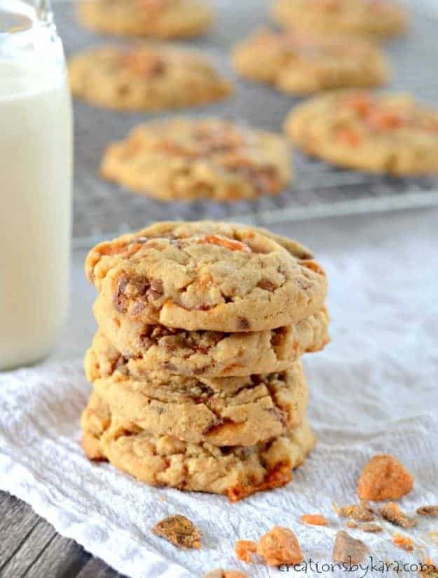 Butterfinger Cookies . . . soft and chewy peanut butter cookies loaded with chunks of Butterfinger. A perfect cookie for peanut butter lovers.