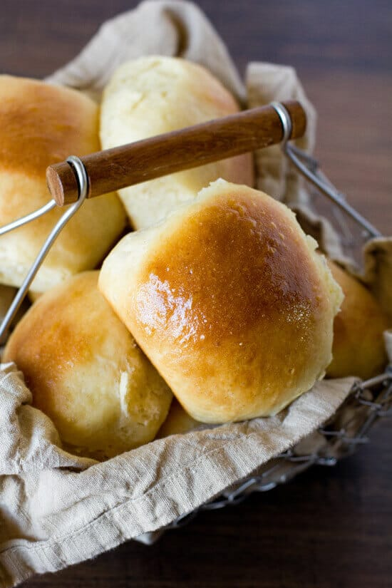 1 Hour Soft and Fluffy Dinner Rolls
