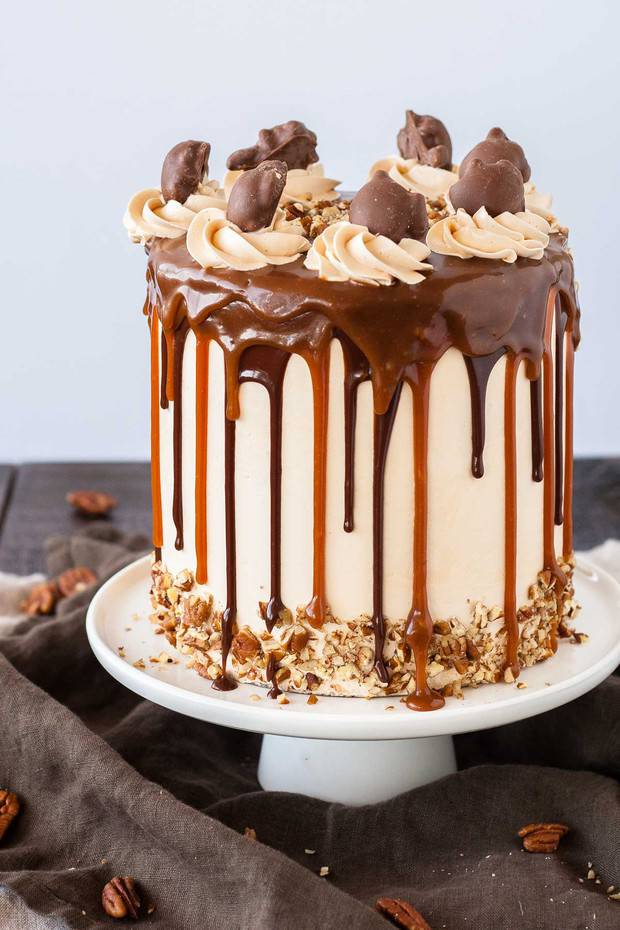 Turtles Layer Cake -- Transform your favorite candy into this turtles layer cake! Layers of rich chocolate cake, caramel buttercream, caramel sauce, and chopped pecans.