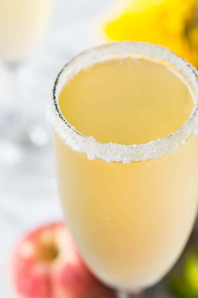 Bellini Margaritas are the perfect brunch cocktail! A mixture of a bellini and margarita! Made with peach juice, tequila, and champagne!