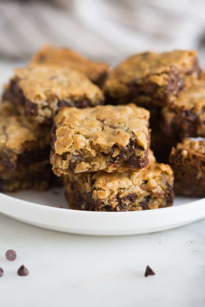 Oatmeal Chocolate Chip Cookie Bars are thick and chewy and a great treat for a crowd, potlucks and parties. They have the flavor you love from a great chocolate chip cookie, baked into easy and delicious bars!