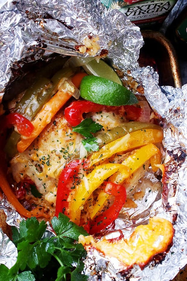 Chicken and Rice Fajitas in Foil – Incredibly delicious and easy to prepare fajitas with chicken, peppers, onions and rice all cooked in foil packets. Easy, quick and SO GOOD!