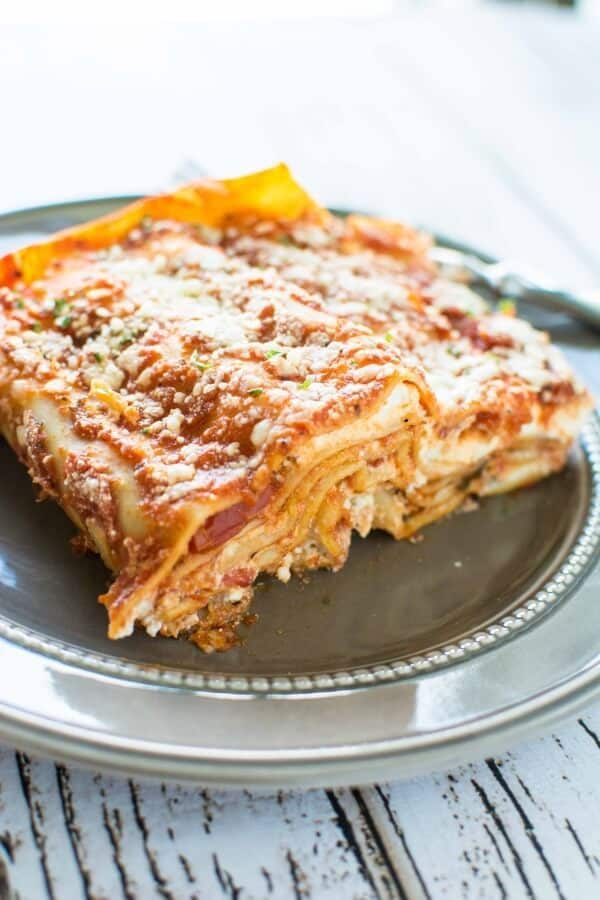 Need a quick fix and no fuss meal in a pinch?  3 Ingredient Slow Cooker Lasagna is about as easy as it gets and it's a meal the whole family will love!