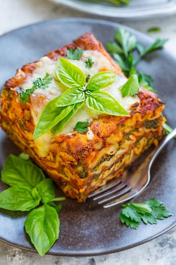 SS low Cooker Lasagna – makes the perfect easy comforting meatless meal. Best of all, this entire recipe cooks up all in the crock-pot