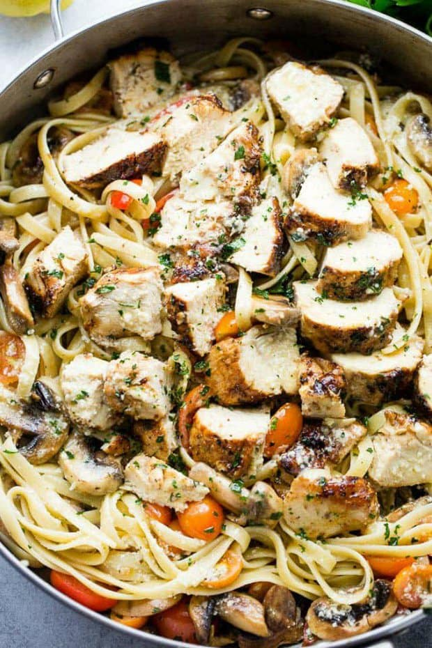 Lemon Chicken Fettuccine – This one pot Lemon Chicken Fettuccine is a fresh and easy take on dinner, tossed with tomatoes, mushrooms, lemon juice and olive oil.