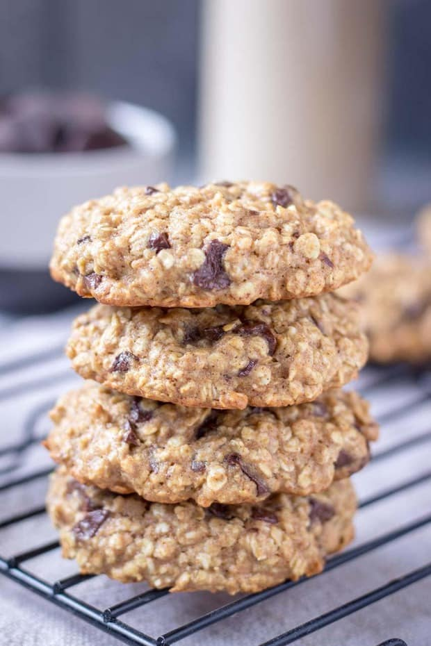 Chewy and loaded with dark chocolate chunks these Chocolate Oatmeal Cookies are the perfect HEALTHY delight for all family to enjoy. These tasteful cookies are made with just few simple ALL NATURAL ingredients but packed with many nutrients. Refined SUGAR-FREE, whole grain, and super tasty these cookies make a great breakfast, kids school snack or afternoon treat.