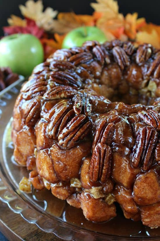 Loaded with delicious biscuits, pecans, apples, and cinnamon -- this Apple Pecan Monkey Bread will be your quick and easy go to fall recipe when you need something delicious in a hurry!