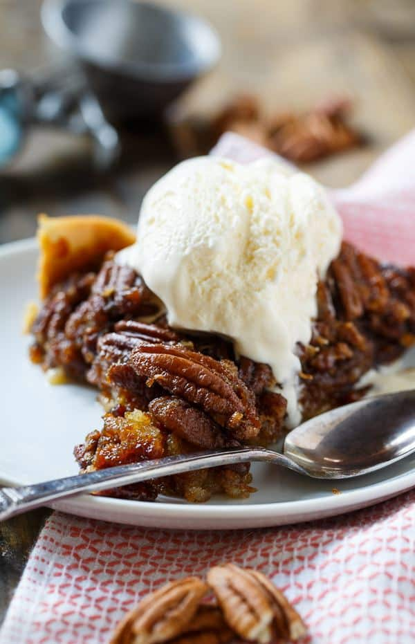 CROCK POT PECAN PIE -- part of 21+ Pecan Recipes Perfect for Fall Baking