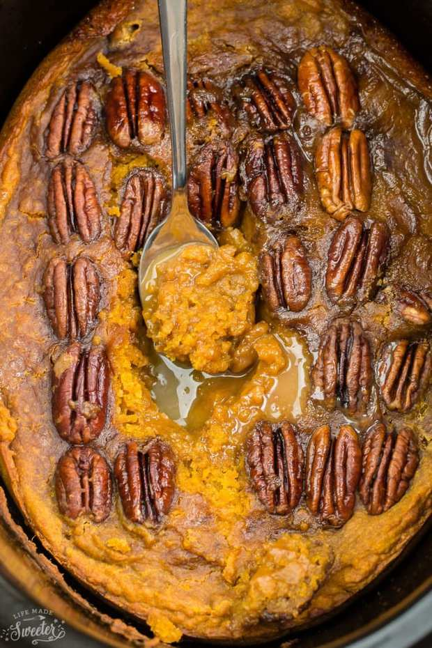 Slow Cooker Pumpkin Pecan Pudding Cake–an easy crock-pot dessert perfect for freeing up your oven. Like a hot fudge sundae cake but full of warm and cozy spices with a delicious sauce that forms beneath the cake.