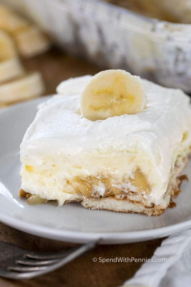 Homemade Banana Pudding is an old fashioned no bake recipe with layers of fresh bananas, a rich and creamy vanilla pudding layer and freshly whipped cream!  This is the perfect make ahead dessert and a hit any time of year!