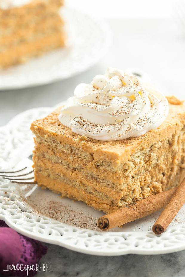Layers of graham crackers and a creamy pumpkin filling make up this Pumpkin Pie Icebox Cake — an easy no bake dessert for fall!