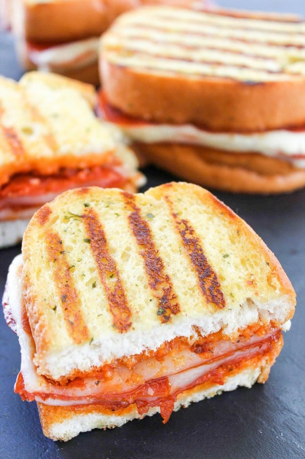 Pepperoni Pizza Grilled Cheese: All the flavors of pizza in a SUPER easy to make grilled cheese sandwich. Tons of spicy pepperoni and gooey cheese make this an irresistible lunch or dinner!