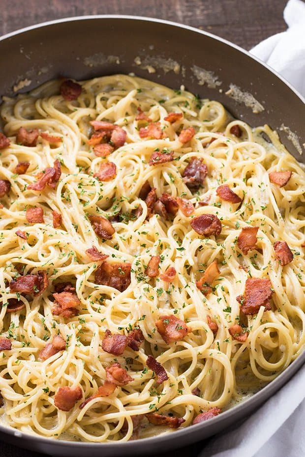 One Pan Bacon Ranch Garlic Parmesan Pasta is an easy and satisfying one pot pasta meal that the whole family will love! Creamy garlic parmesan spaghetti is loaded up with even more mouthwatering flavor with the addition of crisp bacon and savory ranch!