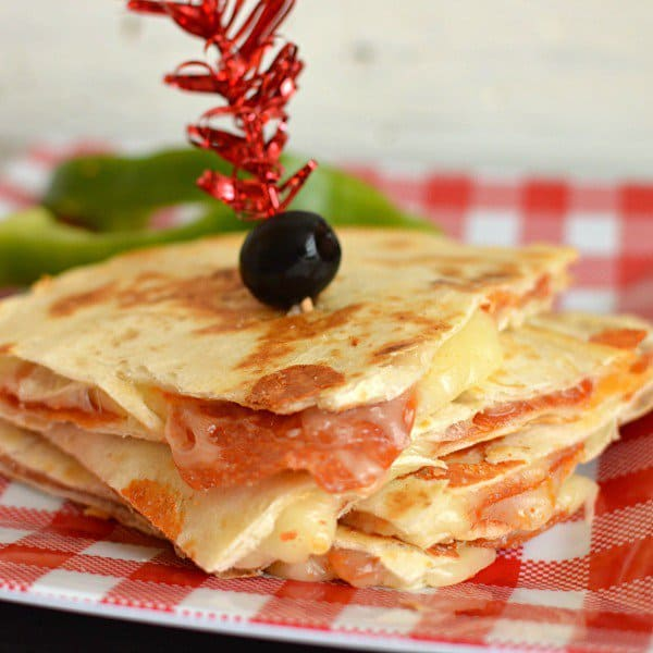 Every kid loves pepperoni pizza! They will go crazy for these crispy quesadilla's  filled with gooey cheese and pepperoni! Serve with a side of marinara! The kids will beg you for more!
