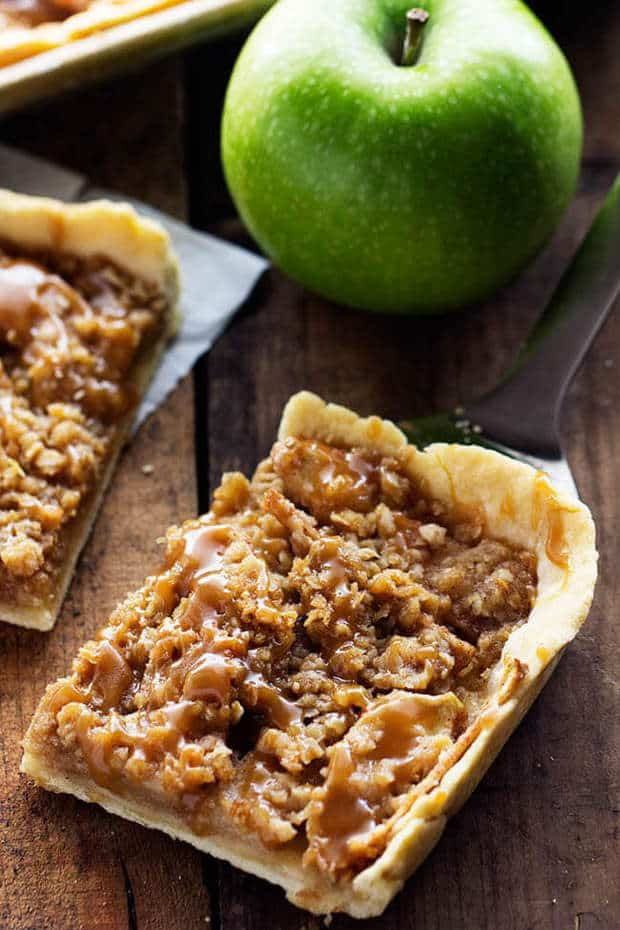 Caramel Apple Slab Pie -- part of 19 MUST MAKE APPLE RECIPES FOR FALL