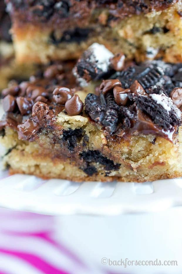 Hot Fudge Oreo Blondies are even better than they sound! Soft, chewy blondies smothered with hot fudge, Oreos, and chocolate chips. Easy and amazing!!