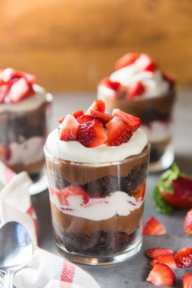 Layers of fudgy brownie with Kahlua flavored chocolate pastry cream, fresh strawberry and creamy vanilla whipped cream – this Strawberry Chocolate Brownie Trifle is a simple yet satisfying chocolate dessert!