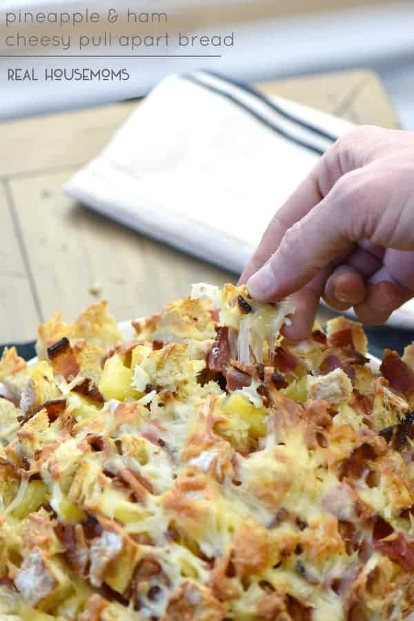 PINEAPPLE AND HAM CHEESY PULL APART BREAD is the most simple appetizer recipe! It's great for game day and a crowd favorite!