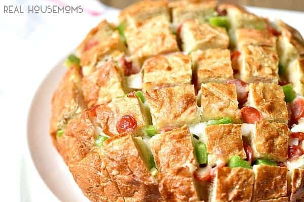 There's no better appetizer than the warm bread, melted cheese and delicious pizza toppings in thePIZZA PULL APART BREAD!
