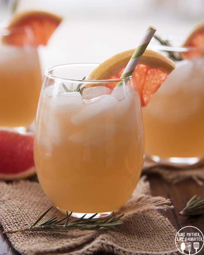 ROSEMARY GRAPEFRUIT MOCKTAIL IS A PERFECT REFRESHING DRINK MADE WITH GRAPEFRUIT JUICE, CLUB SODA AND A SWEET SYRUP MADE WITH FRESH ROSEMARY!