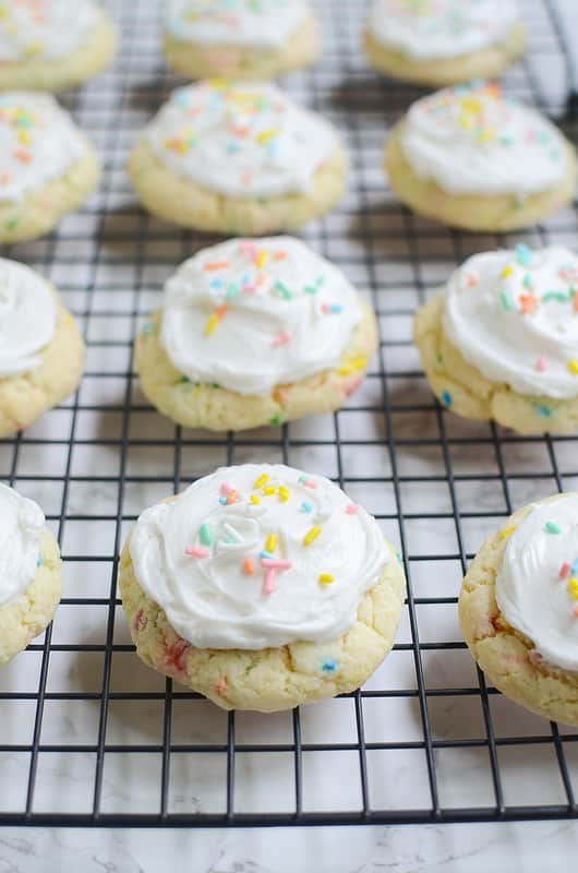You guys, I'm obsessed with Funfetti right now. I can't get enough. I've made cookies, cupcakes, bars, everything in the past few weeks. The sprinkles just make me so happy!