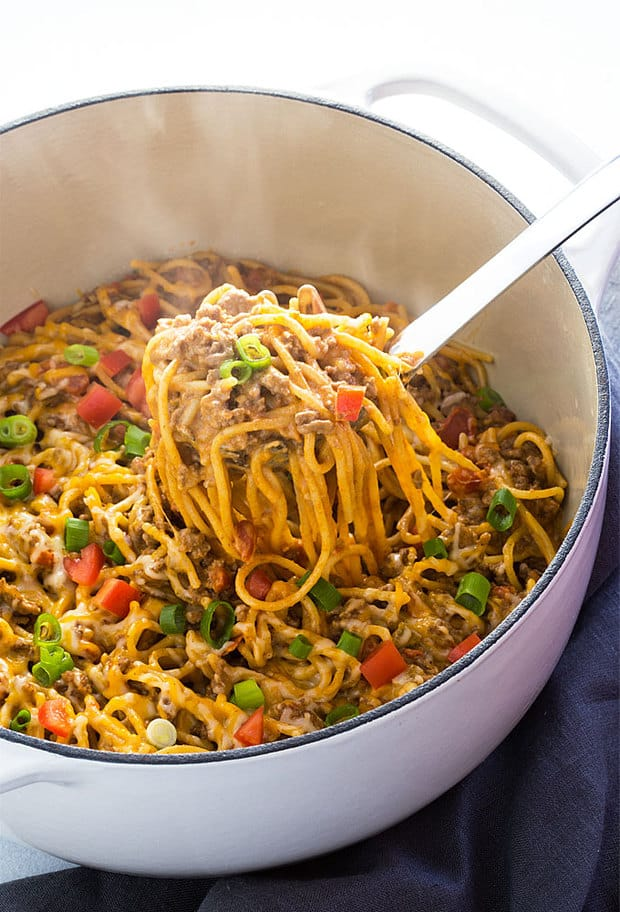 One Pot Creamy Taco Spaghetti… all the taco flavors you love in a creamy spaghetti, and in ONE POT for easy cleanup!