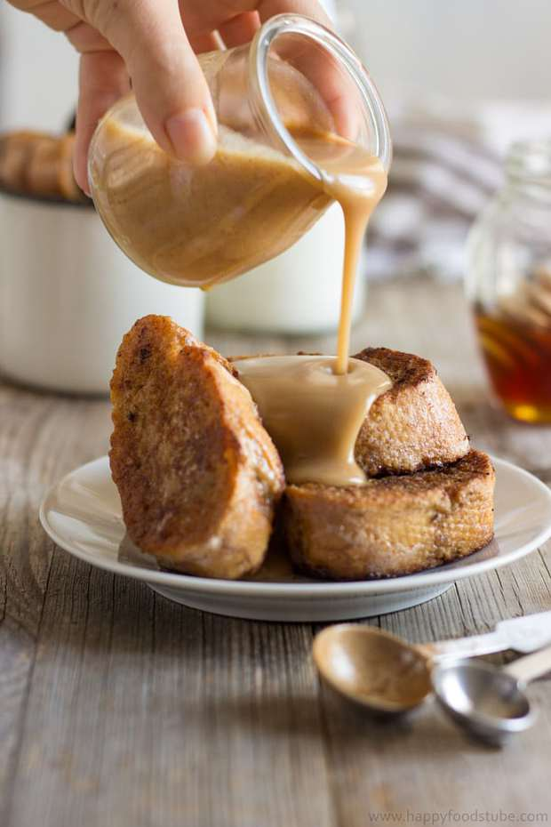 Make your loved ones Gingerbread French Toast with Cinnamon Honey Sauce! A great breakfast-in-bed or brunch recipe with a hint of Christmas & mouth-watering sauce!