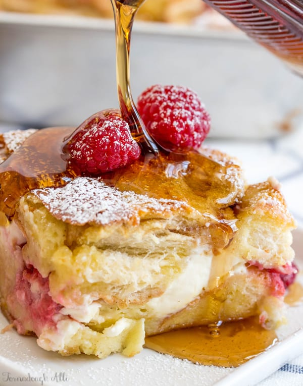 Perk up your morning with this utterly delicious and super easy Raspberry Cream Cheese French Toast Bake! Creamy, crisp and tasty!