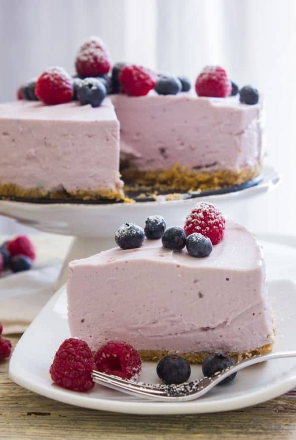 A delicious welcome to spring with this no-bake berry Greek yogurt pie. Fast and easy and made with your favorite flavor of Greek yogurt. Healthy too!