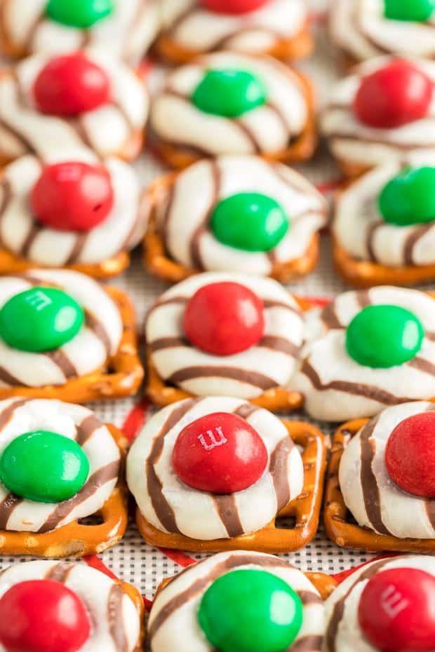 CHRISTMAS PRETZEL HUGS | 20+ Easy Christmas Dessert Recipes | The Best Blog Recipes
