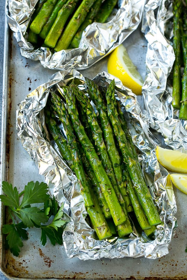 https://www.dinneratthezoo.com/grilled-asparagus-in-foil/