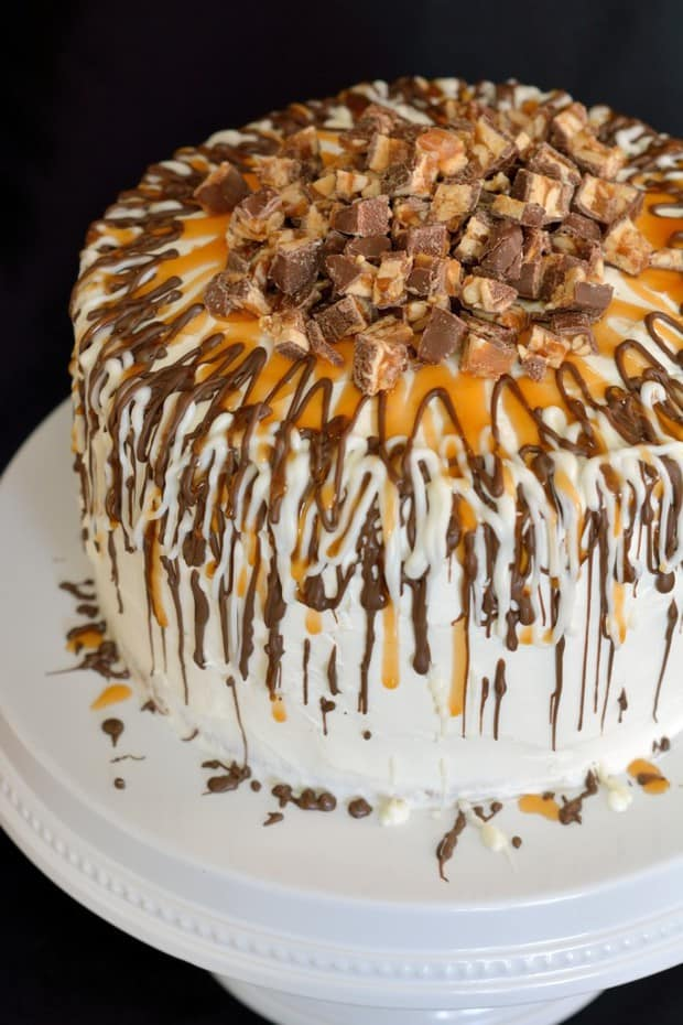Caramel Apple Cake with Snickers might look fancy, but it is actually fairly simple to create a show stopping piece of artwork!