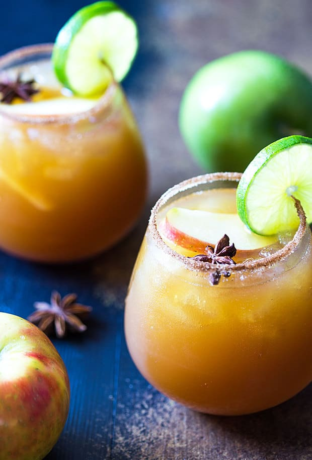 Who says margaritas are just for summertime?! Today I'm sharing a new favorite: Apple Cider Margaritas.