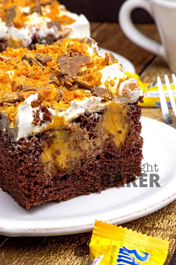 Peanut butter and chocolate lovers will go crazy over this Reese's Butterfinger Cream Cheese Trifle. It has an chocolate cake layered with fluffy cream cheese filling and chopped up Oreos, Butterfinger and Reese's cups!