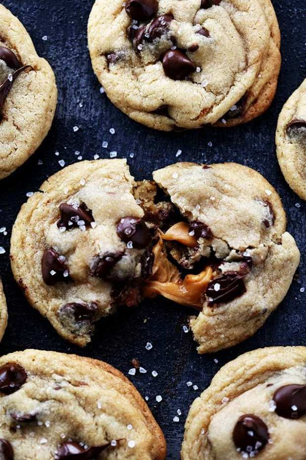 alted Caramel Stuffed Chocolate Chip Cookiesare the most perfect and soft chocolate chip cookies stuffed with ooey gooey caramel and topped with sea salt! No chilling required!!