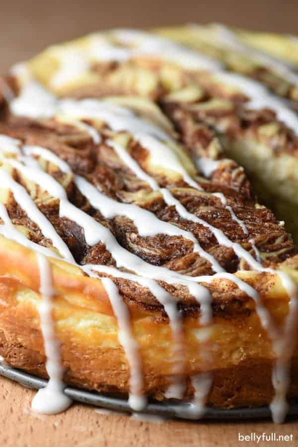 Cinnamon Roll Cheesecake is the most delicious mash-up when creamy cheesecake and cinnamon rolls collide!
