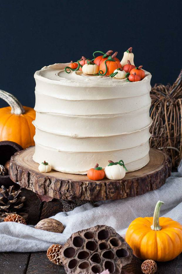This Pumpkin Spice Latte Cake is your favorite fall beverage in cake form! Pumpkin spice flavoured cake with an espresso buttercream.